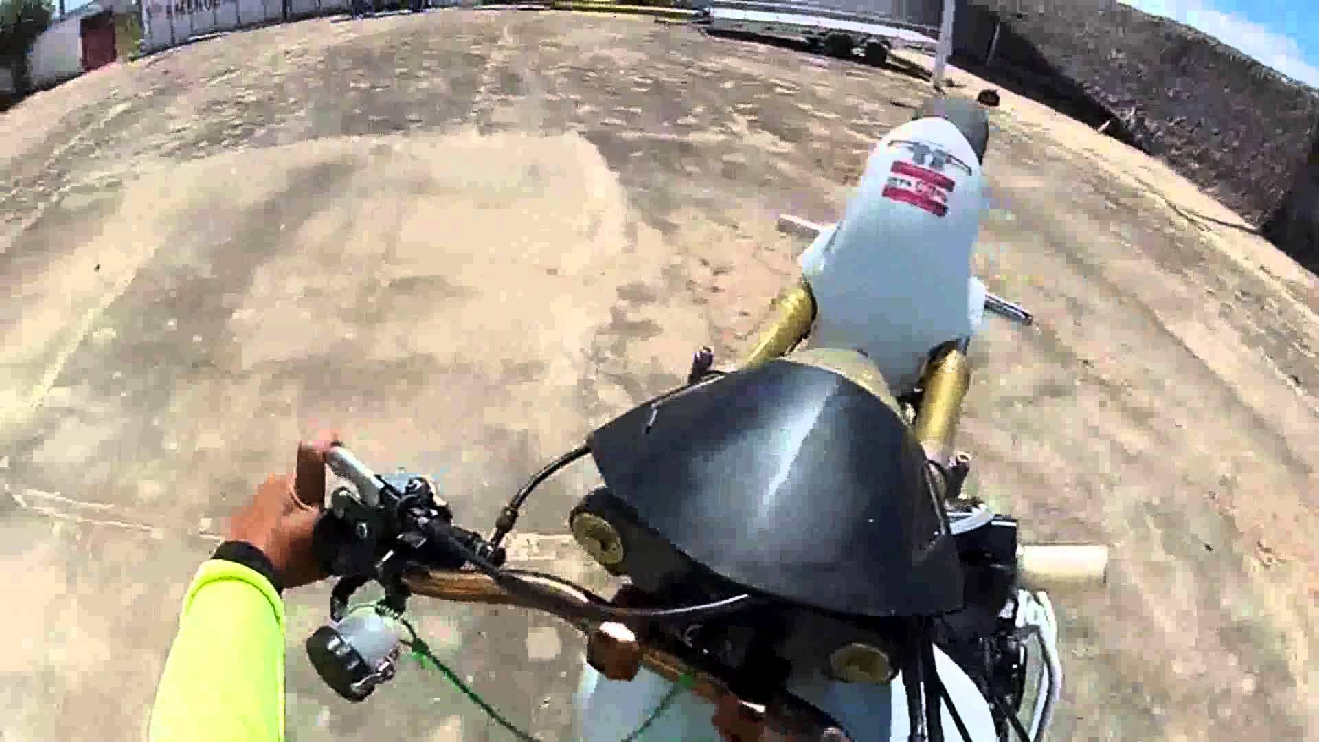 manobras-moto-hornet