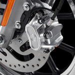 harley-davidson-883-roadster-2014-freios