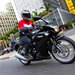 Honda-CBR-250-R-PRETA