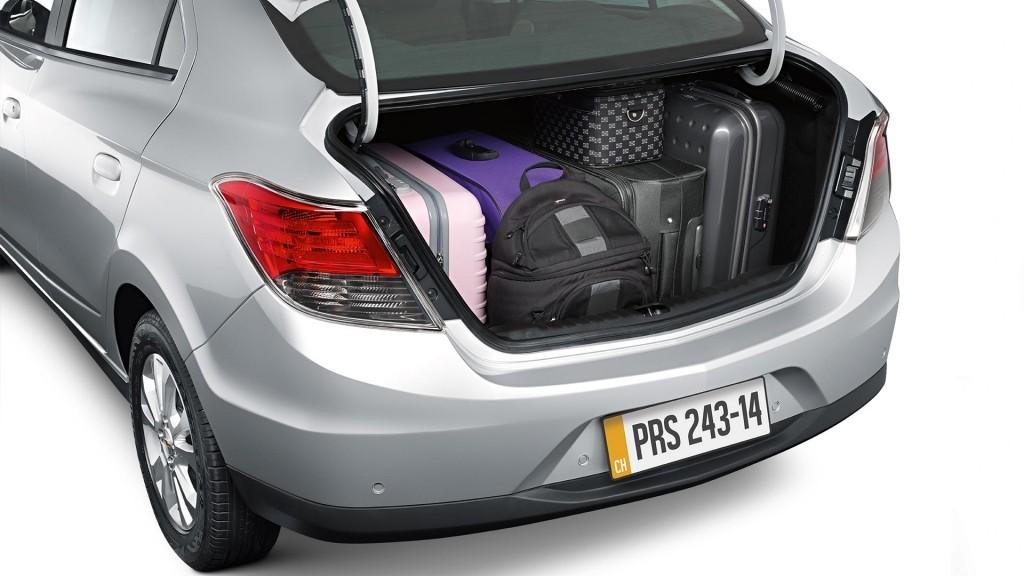 novo-prisma-2015-porta-malas