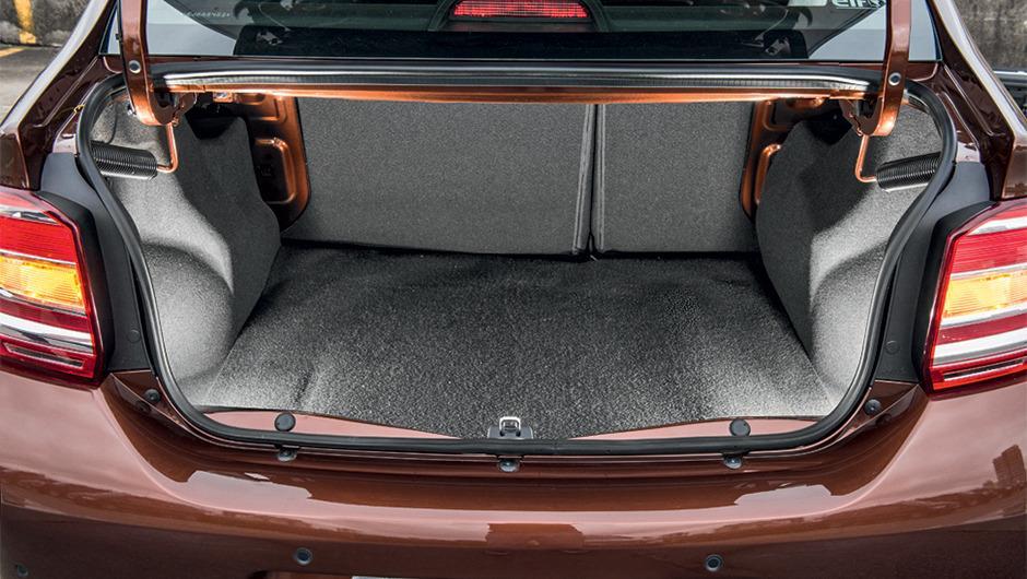 Renault Logan 2016 - porta malas