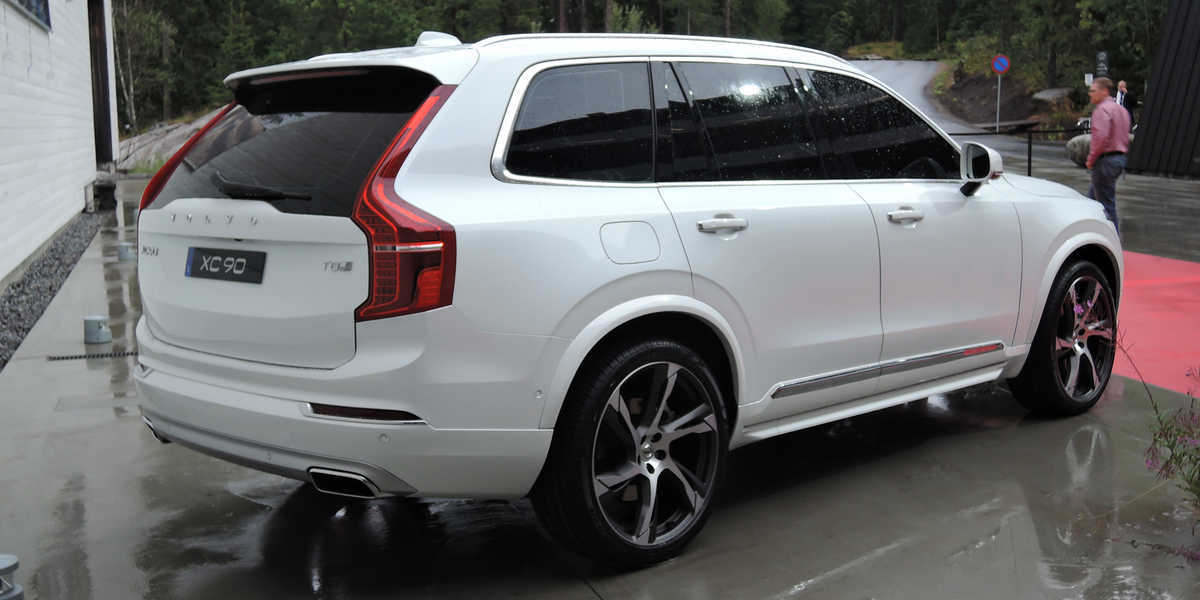 Showthread as well Volvo Xc60 White Pearl California in addition 2016 Volvo Xc90 R Design Shows More Aggressive Design And 22 Inch Wheels Photo Gallery 100700 furthermore Spyshots Volvo Xc40  ing In 2018 Will Be Built In Belgium And  pete With Gla X1 101607 in addition Watch. on 2015 volvo xc60 t6
