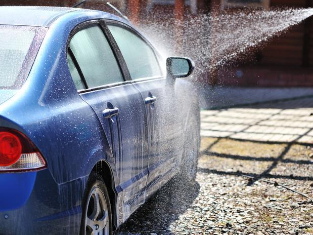 Como-lavar-o-carro-corretamente-sem-riscar-1